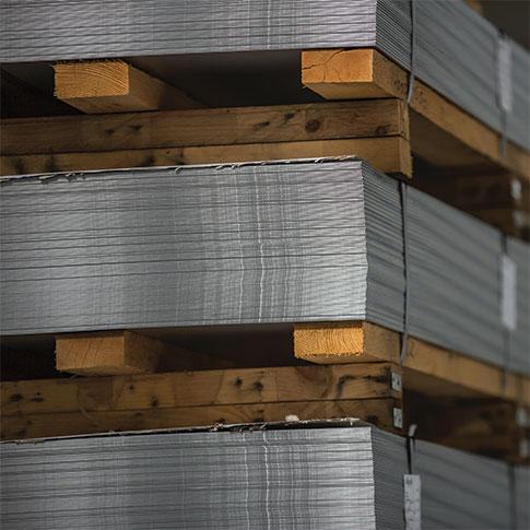 Lastre in alluminio nel magazzino cobral